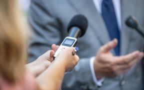 media interview journalists interviewing FDPRUS370 288x180 - Osobistość miesiąca