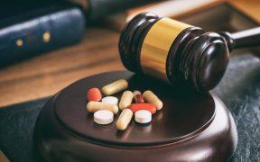 judge gavel and drugs on awooden desk P3KL95T70 288x180 - Zurzędu