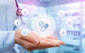 Nad ręką lekarza wyświetla się wirtualny interfejs